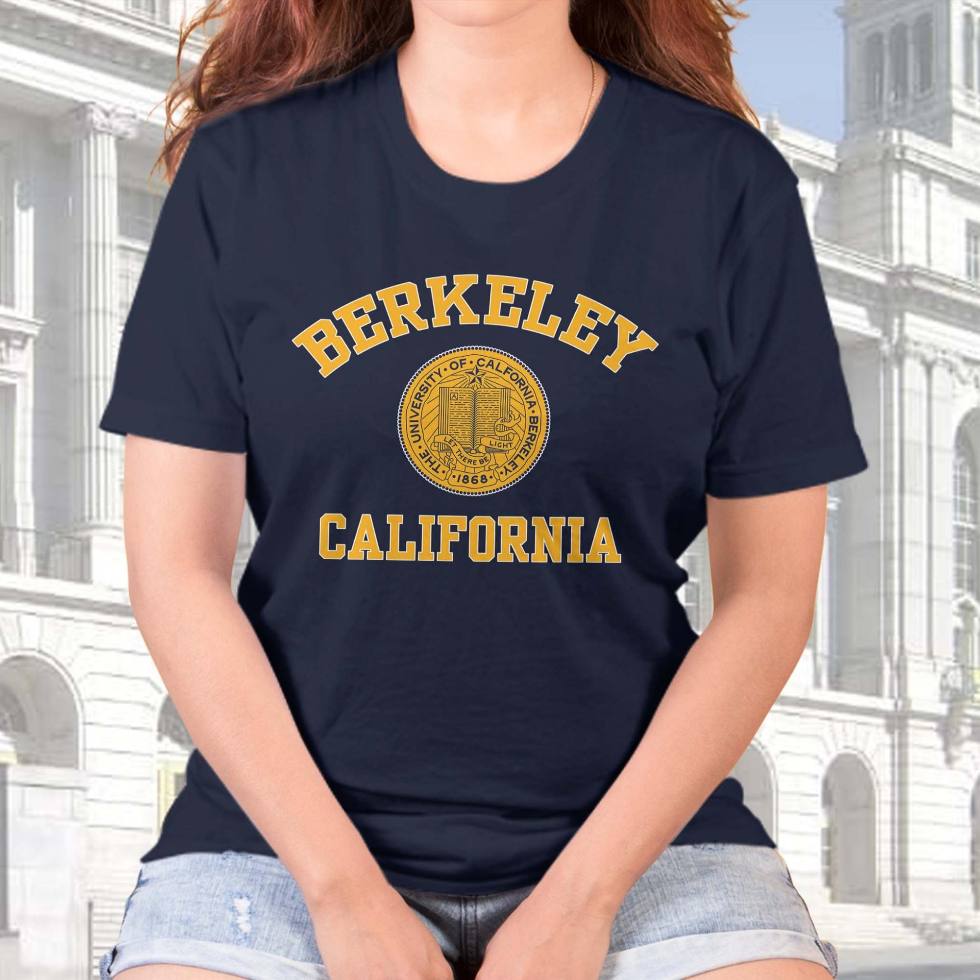 Camiseta Feminina Unissex Universidade da Califórnia Berkeley Estados Unidos University (Azul Marinho) - EV