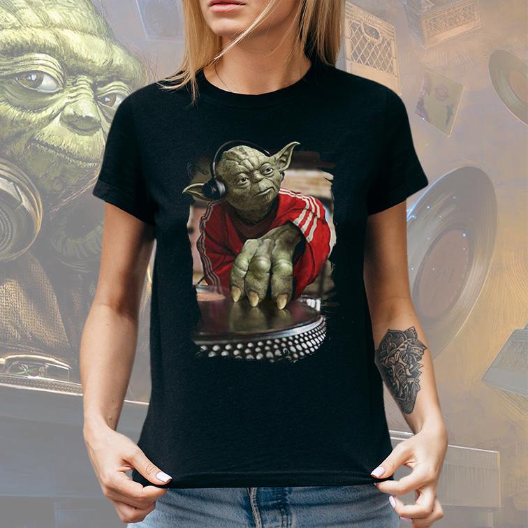 Camiseta Feminina Unissex Yoda Night Dj Music: Star Wars (Preta) - EV