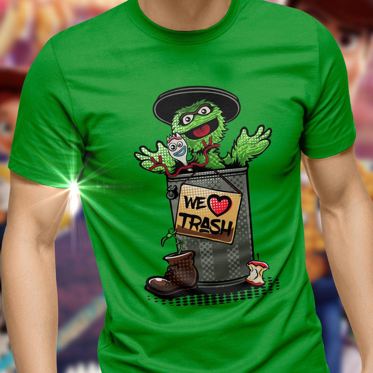 """Camiseta Unissex Garfinho (Forky) ''We Love Trash"""": Toy Story 4 - Toyshow - EV"""