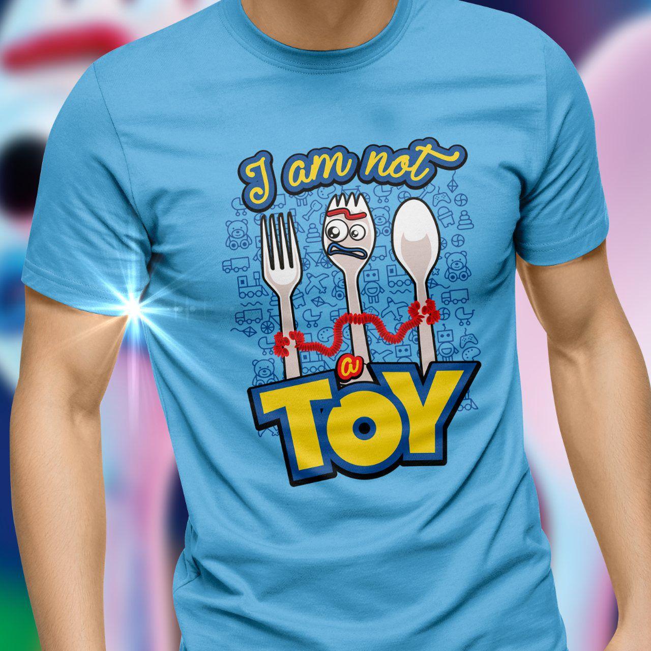 """Camiseta Garfinho """"I Am Not a Toy: Toy Story 4 - Toyshow"""