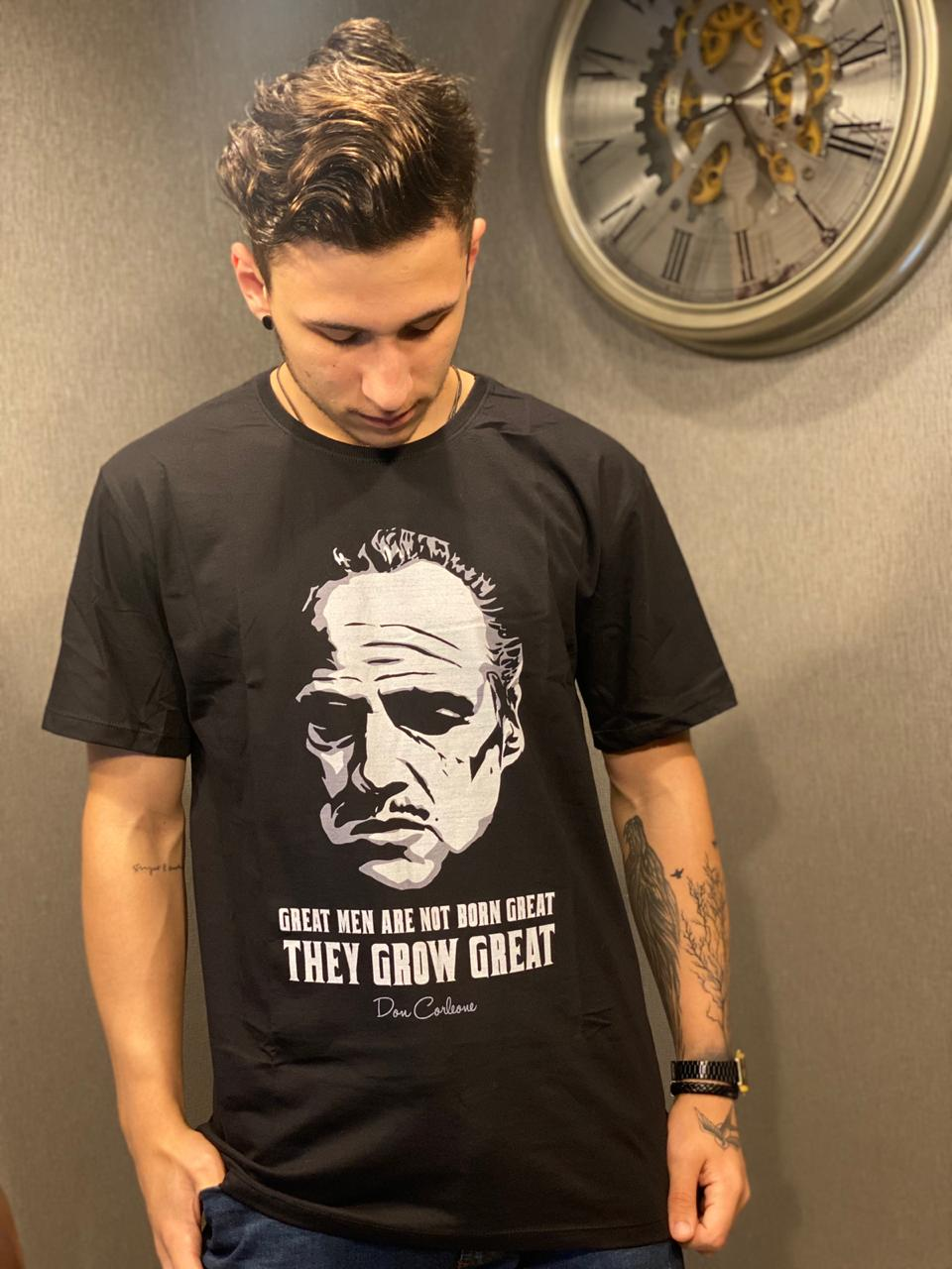 Camiseta: '' Great Men Are Not Born Great They Grow Great '' - O Poderoso Chefão ( The Goodfather )
