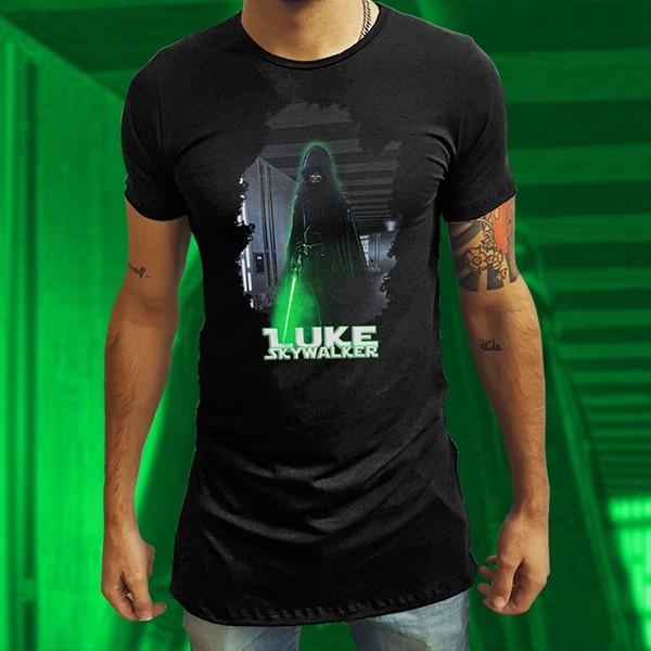 Camiseta Long Line Mandalorian: A Chegada de Luke Skywalker - EV