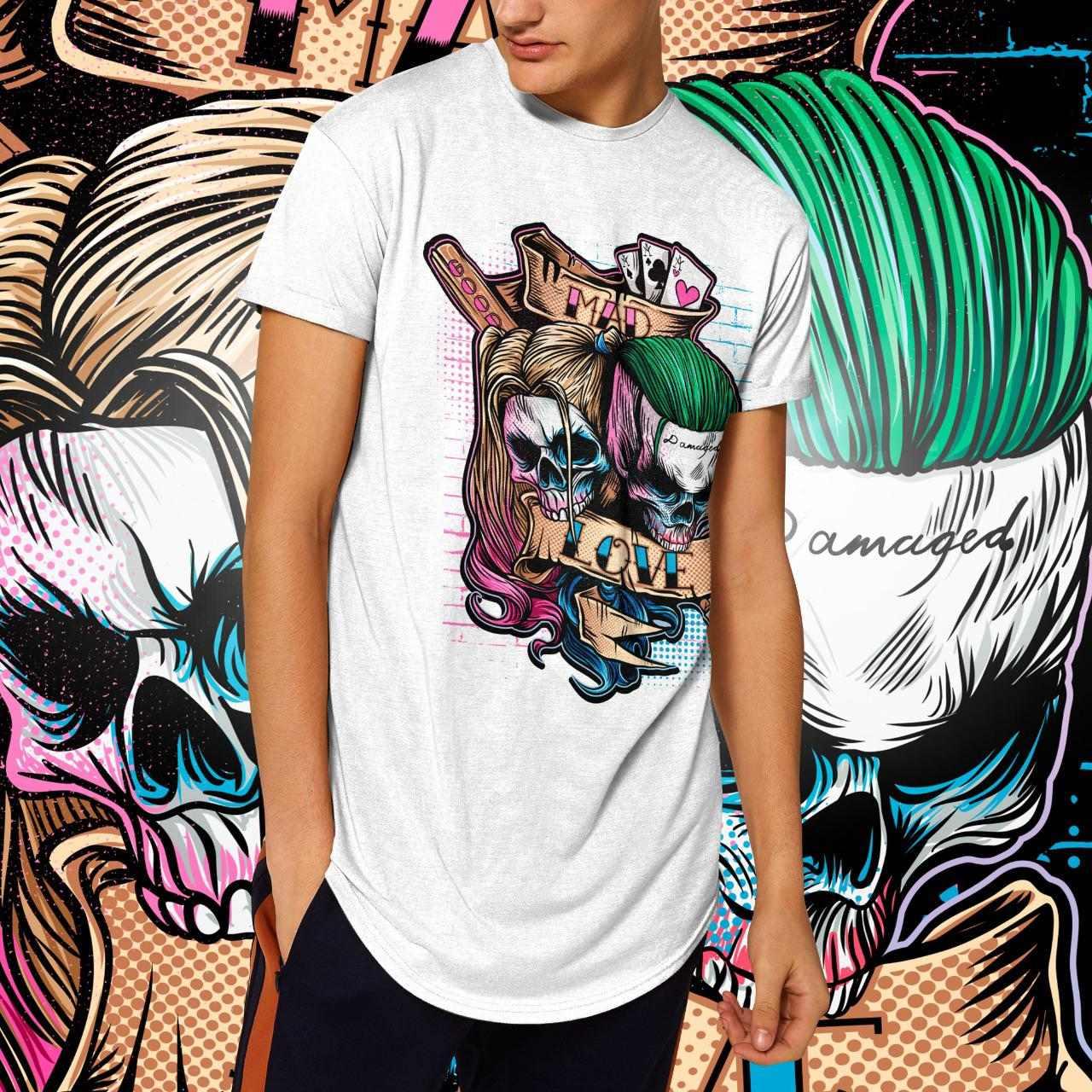 "Camiseta Long Line Masculina ""Caveira Mad Love"": Coringa e Arlequina  (Branca)"
