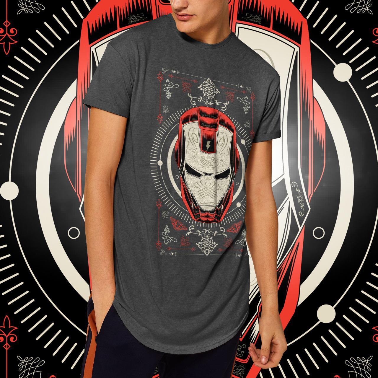 "Camiseta Long Line Masculina ""Iron Man"": Homem de Ferro  (Chumbo Mescla)"