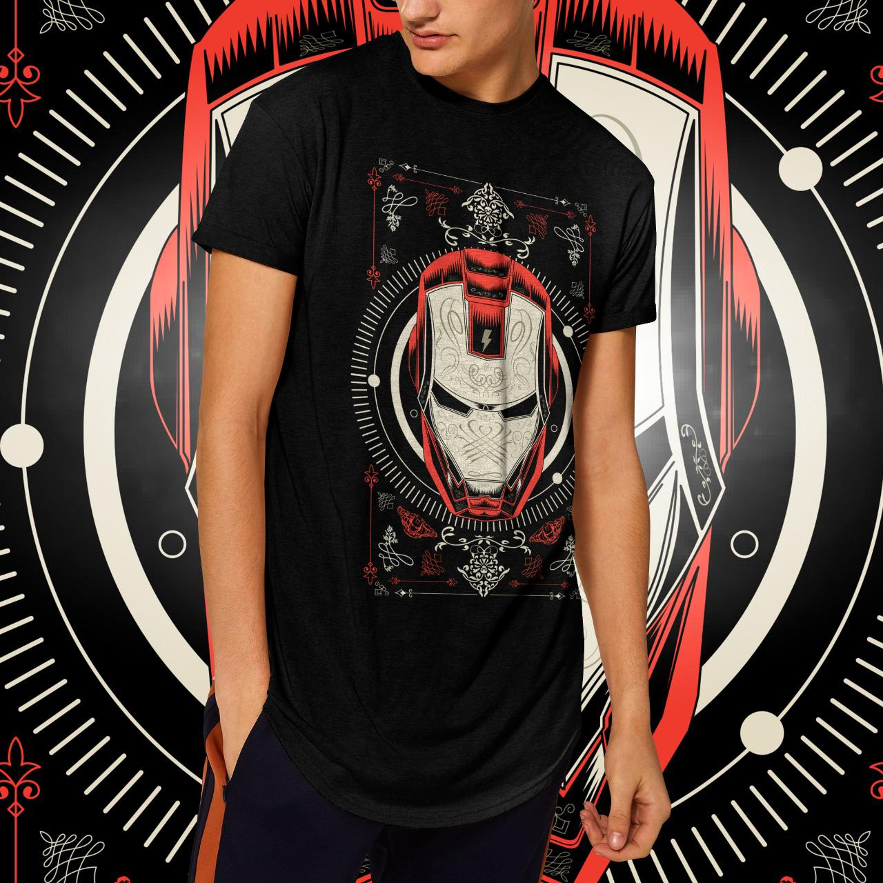 "Camiseta Long Line Masculina ""Iron Man"": Homem de Ferro  (Preta)"