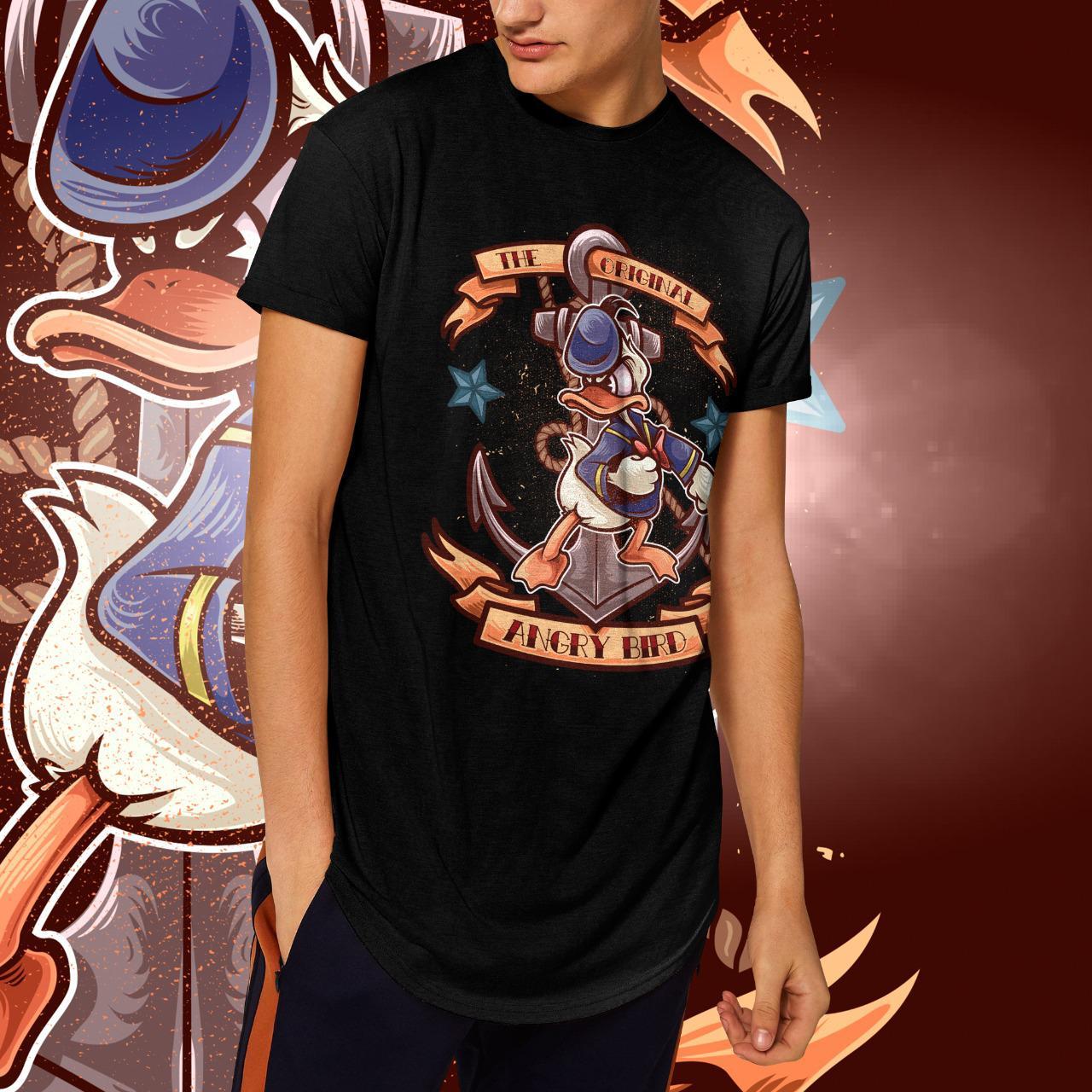 "Camiseta Long Line Masculina  ""The Original Angry Bird"": Pato Donald  (Preta)"