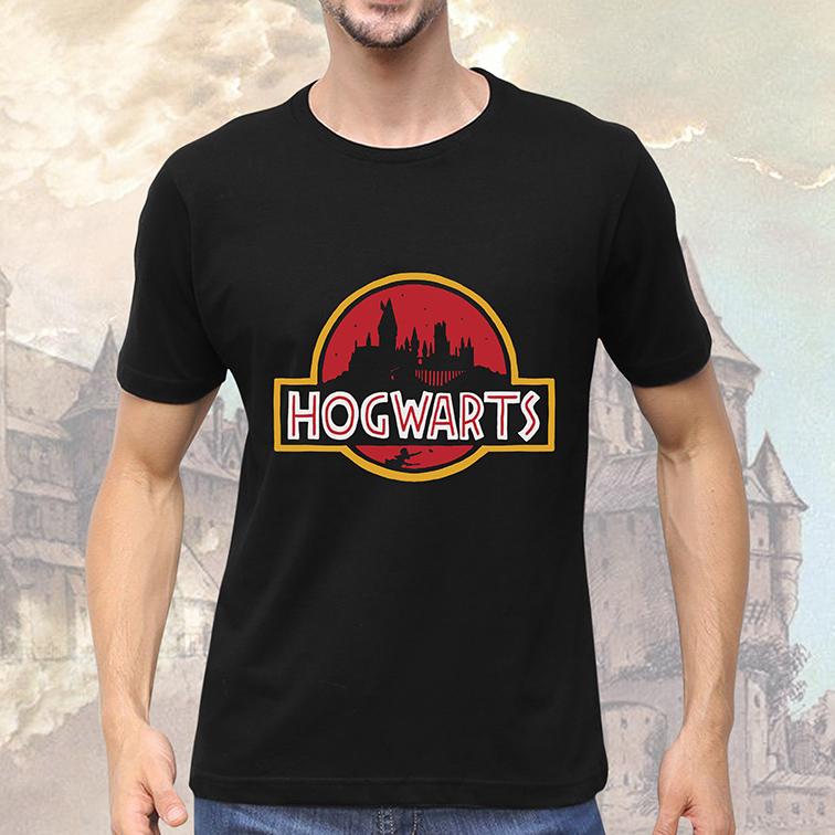 Camiseta Masculina Unissex Hogwarts Harry Potter: Jurassic Park (Preta) - EV