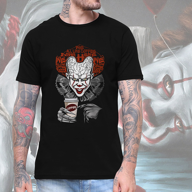 Camiseta Masculina Unissex It Pennywise We All Like Coffee Down Here It A Coisa (Preta) - EV