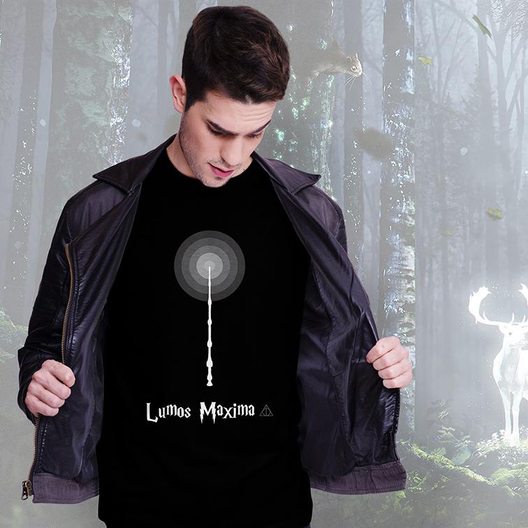 Camiseta Masculina Unissex Lumos Maxima: Harry Potter (Preta) - EV