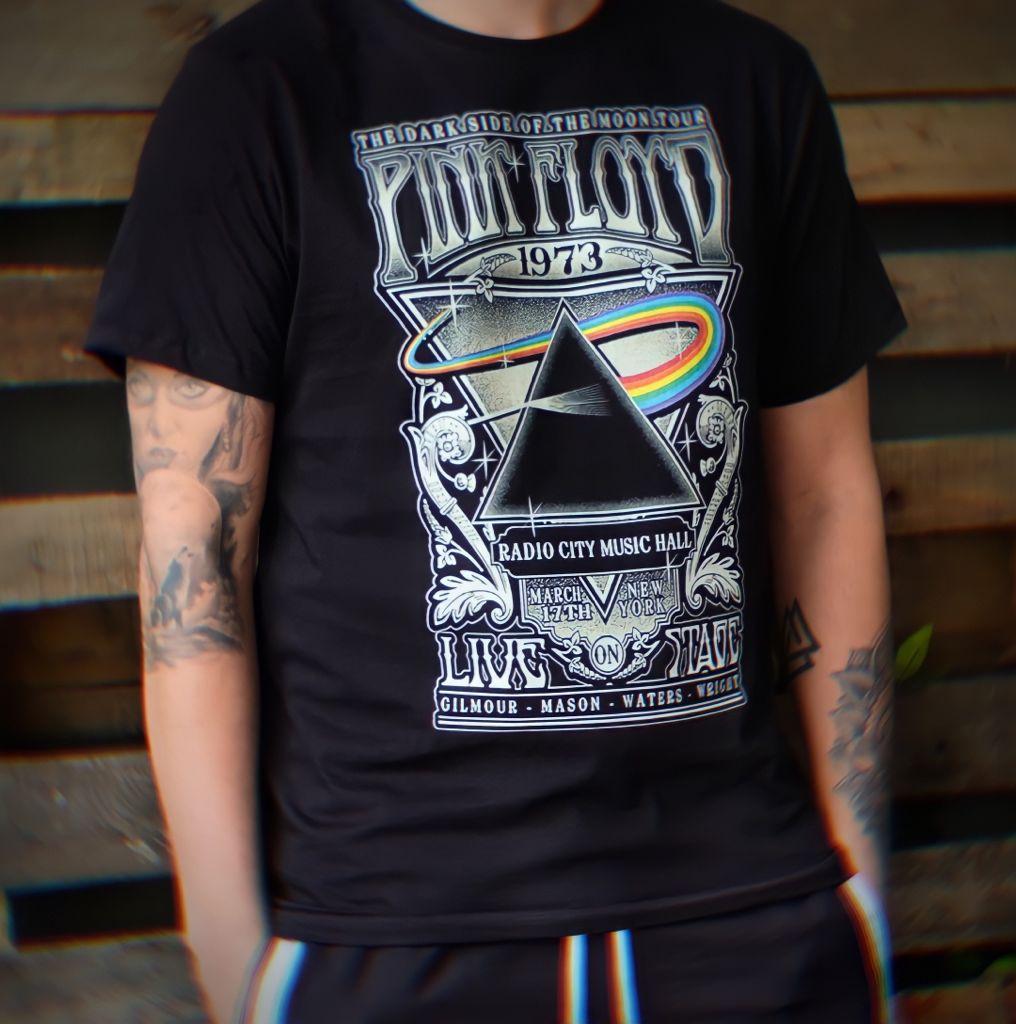 Camiseta Masculina Unissex The Dark Side Of The Moon Tour Pink Floyd Live On Stage (Preta) - EV
