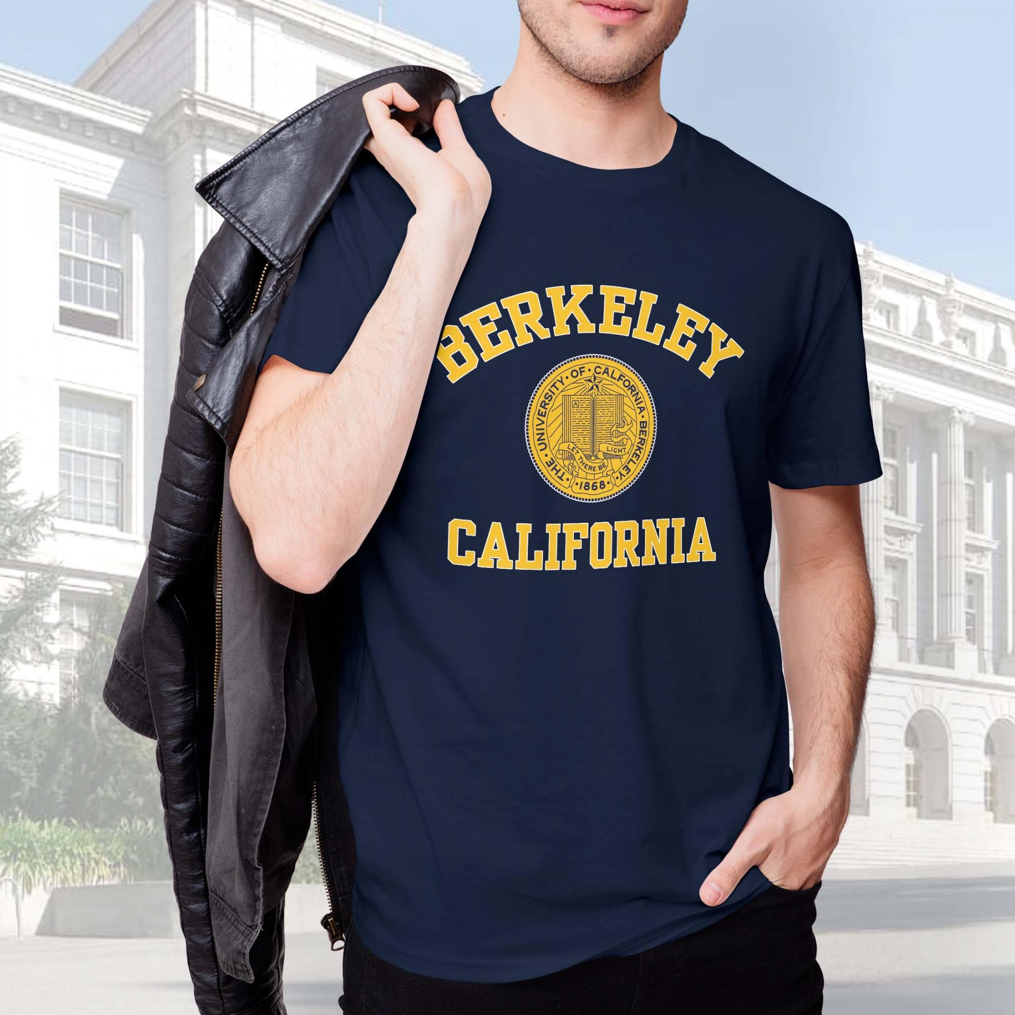 Camiseta Masculina Unissex Universidade da Califórnia Berkeley Estados Unidos University (Azul Marinho) - EV