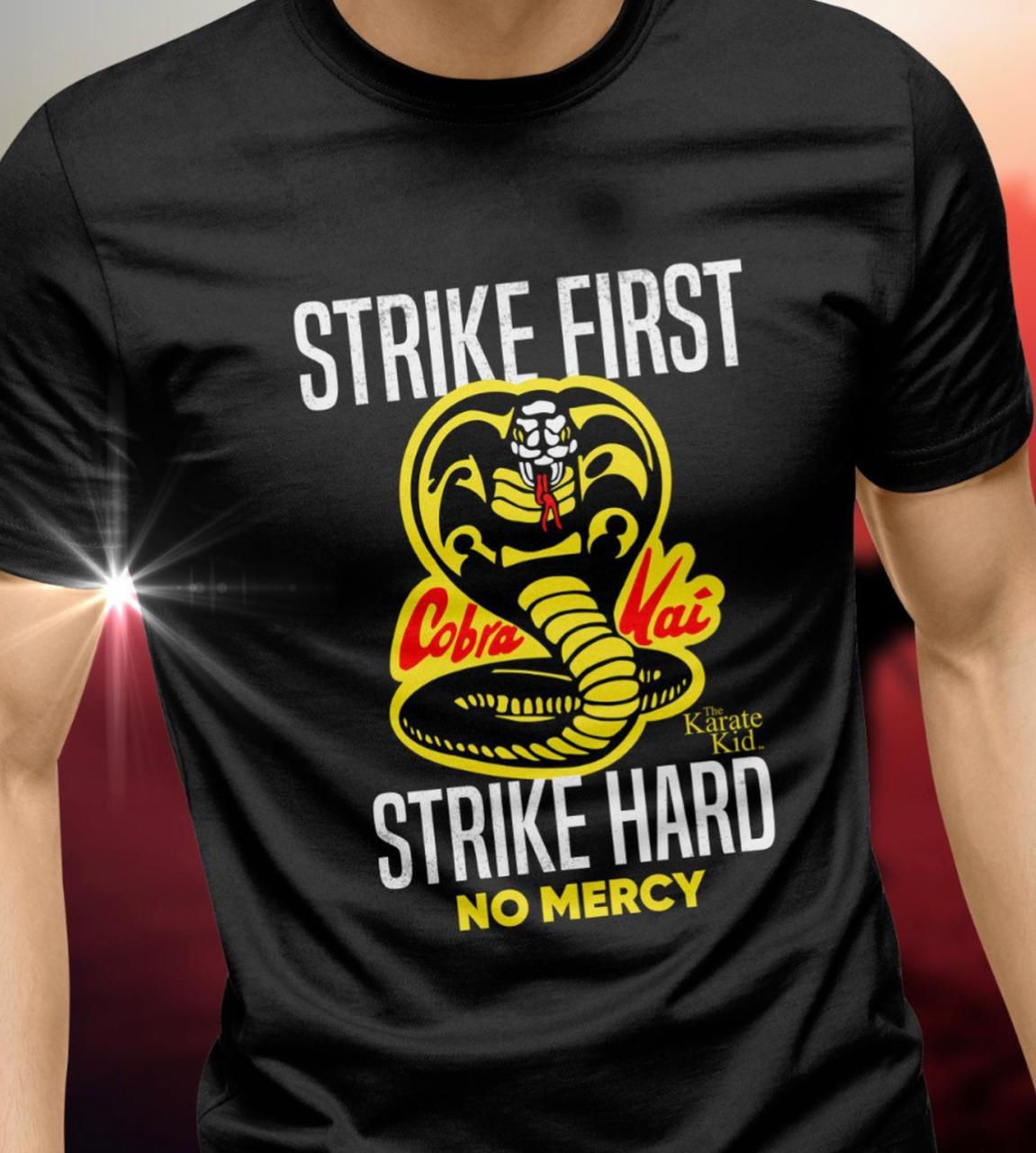 Camiseta: '' Strike First, Strike Hard No Mercy