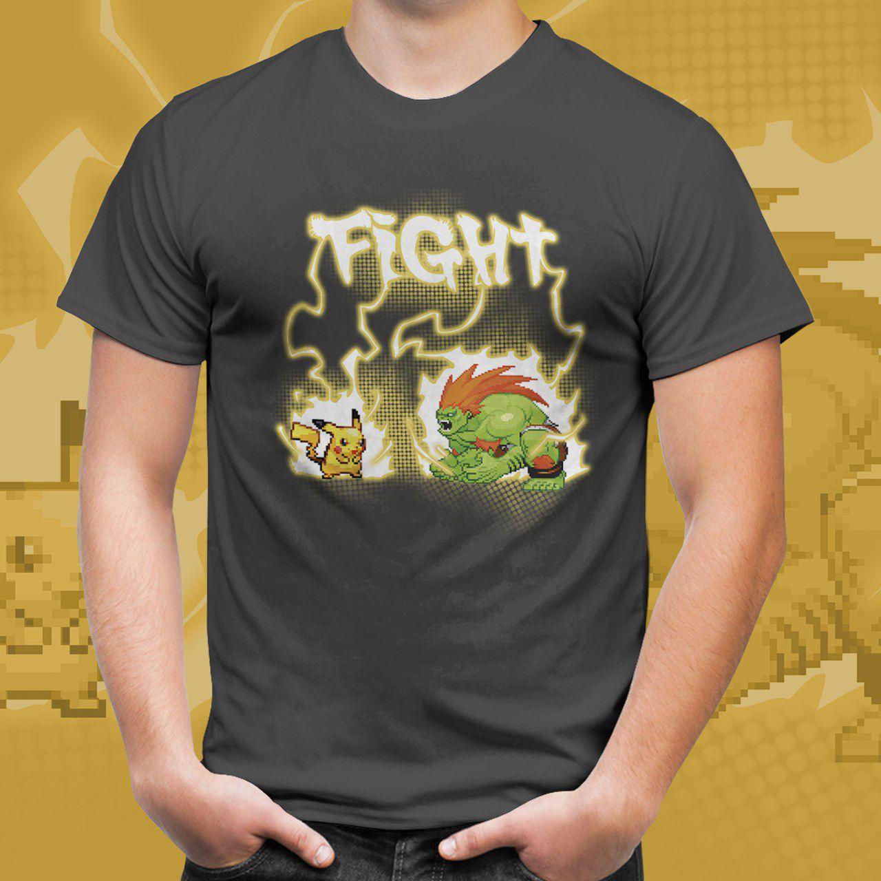"Camiseta Unissex Pikachu vs Blanka ""Fight"""