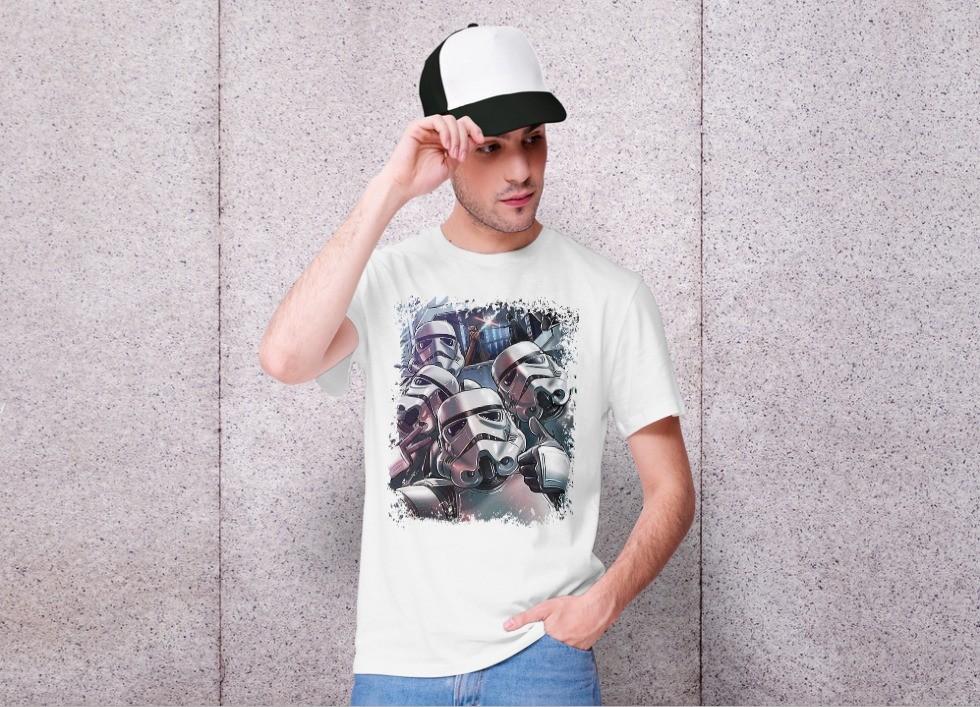 Camiseta Unissex Stormtrooper Selftrooper na batalha - Star Wars (Branca) - EV