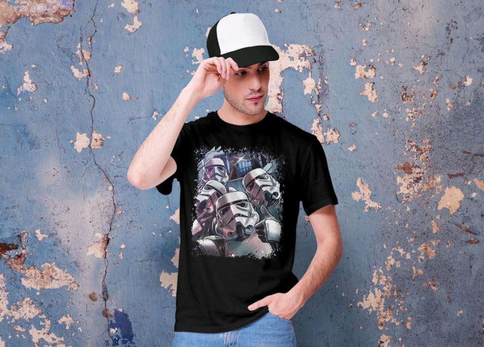 Camiseta Unissex Stormtrooper Selftrooper na batalha - Star Wars (Preta) - EV
