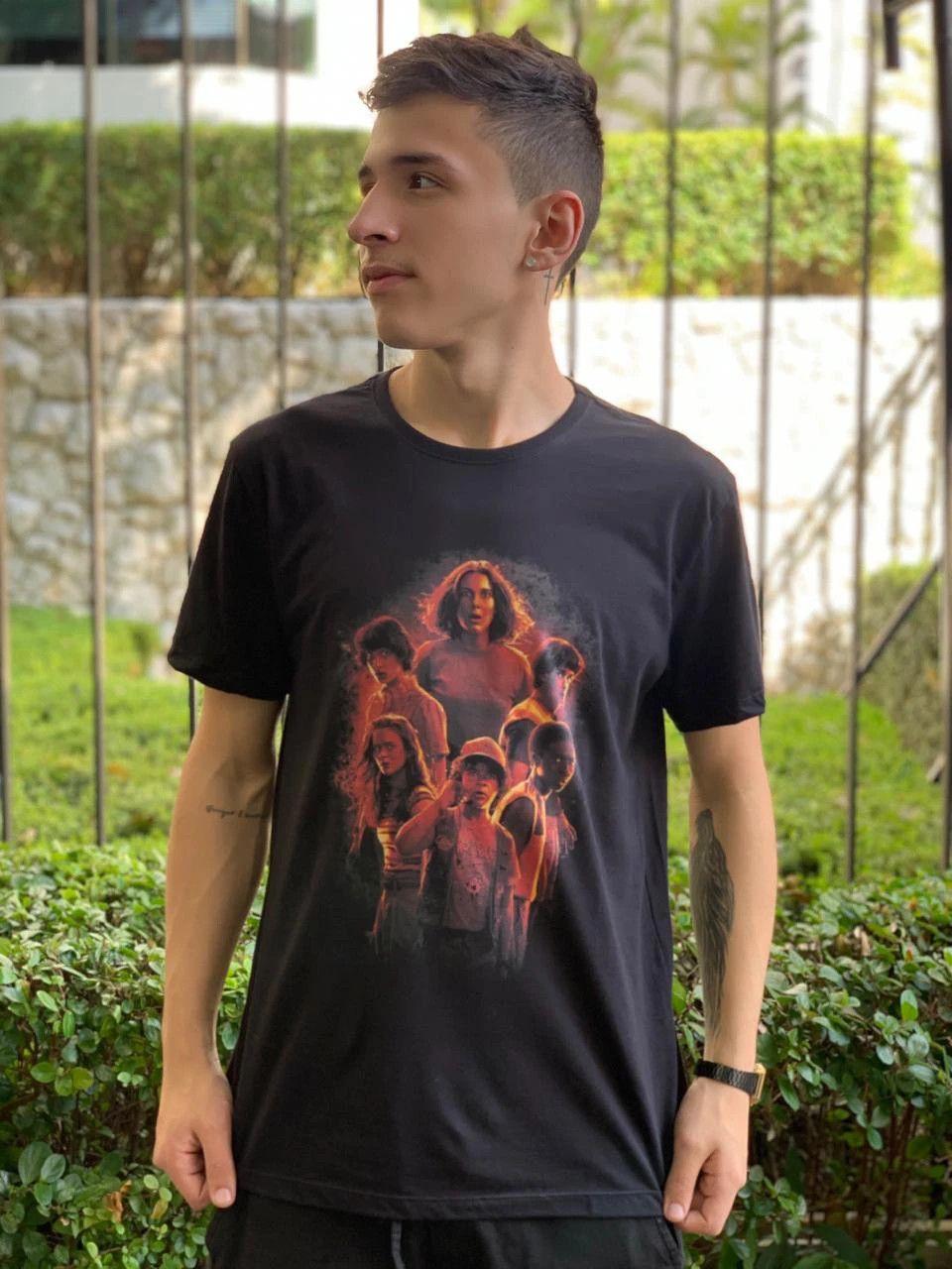 Camiseta Unissex Stranger Things: Stranger Things (Terceira Temporada)