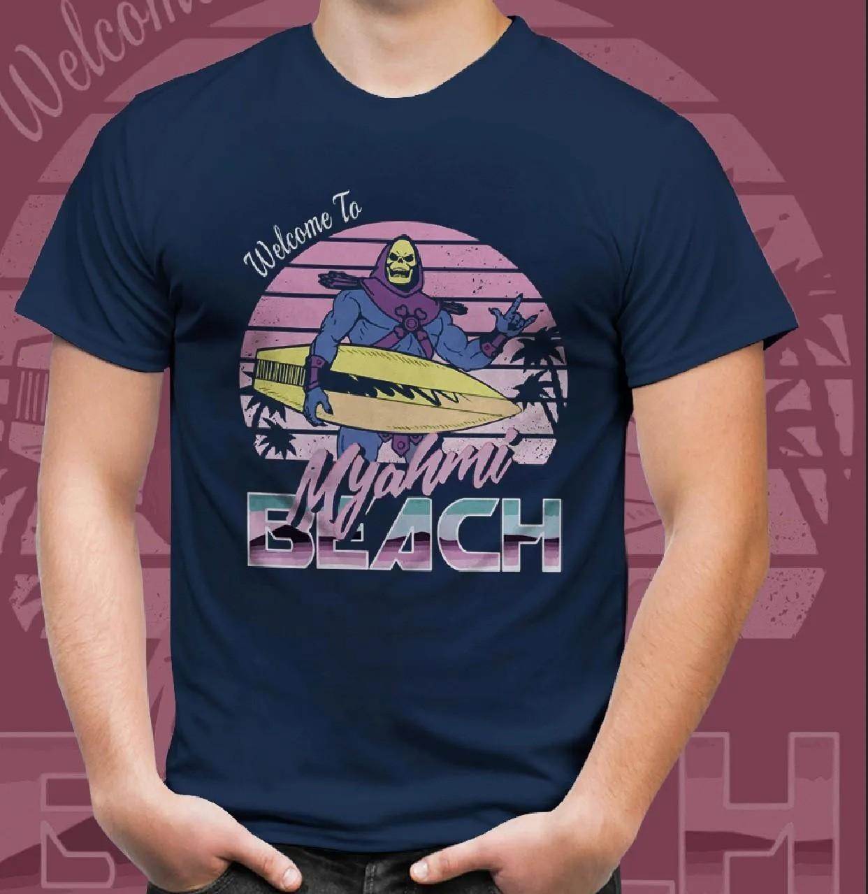 "Camiseta Unissex ""Welcome To Myahmi Beach"": Esqueleto (Skeletor): Mestres Do Universo (Masters Of The Universe) (Azul)"