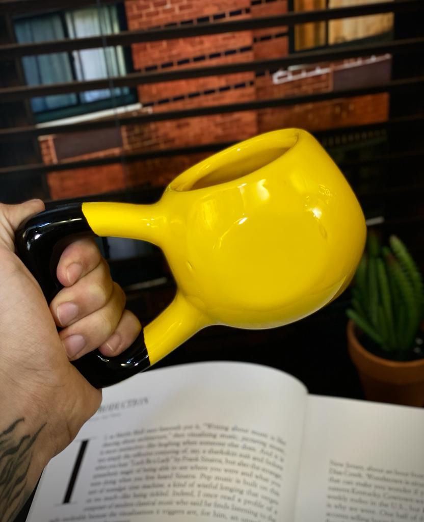Caneca 3D Caneca Peso Halteres De Academia Pequenos Amarelo Detalhes na Cerâmica e Decalque 350ml