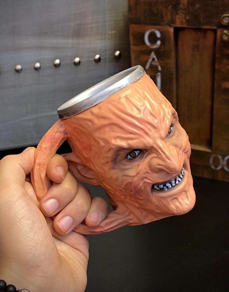 Caneca 3D Freddy Krueger  A Hora do Pesadelo 300ml