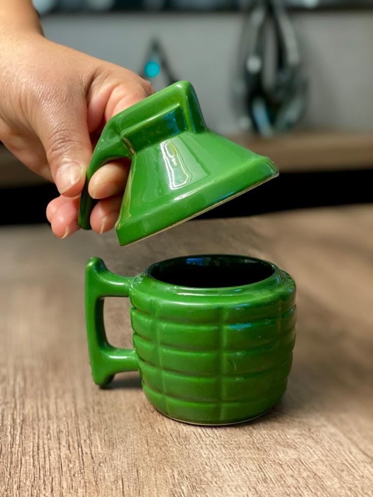 Caneca 3D: Granada com tampa: ( Verde )