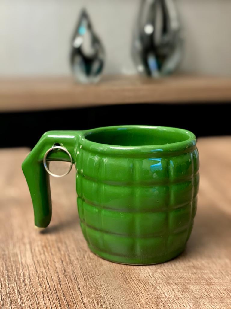 Caneca 3D: Granada: ( Verde ) (Pequenos Detalhes Na Cerâmica)