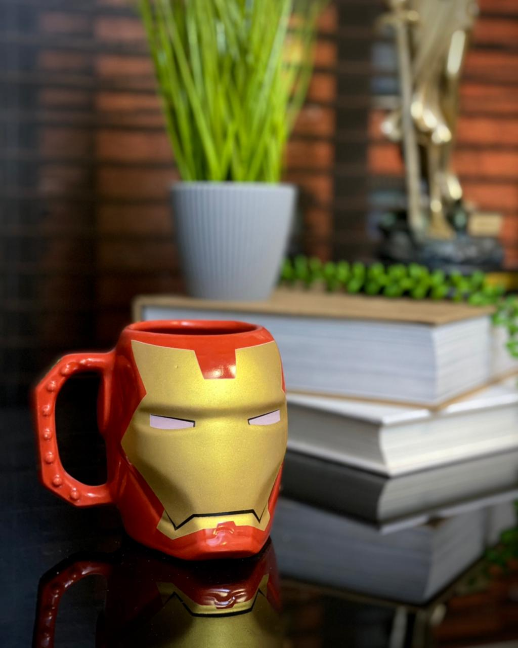 Caneca 3D Homem de Ferro: Vingadores (Avengers) - (400ML)