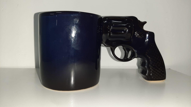 Caneca 3D Pistola (Arma 38) (Azul) (Pequenos Detalhes Na Cerâmica)