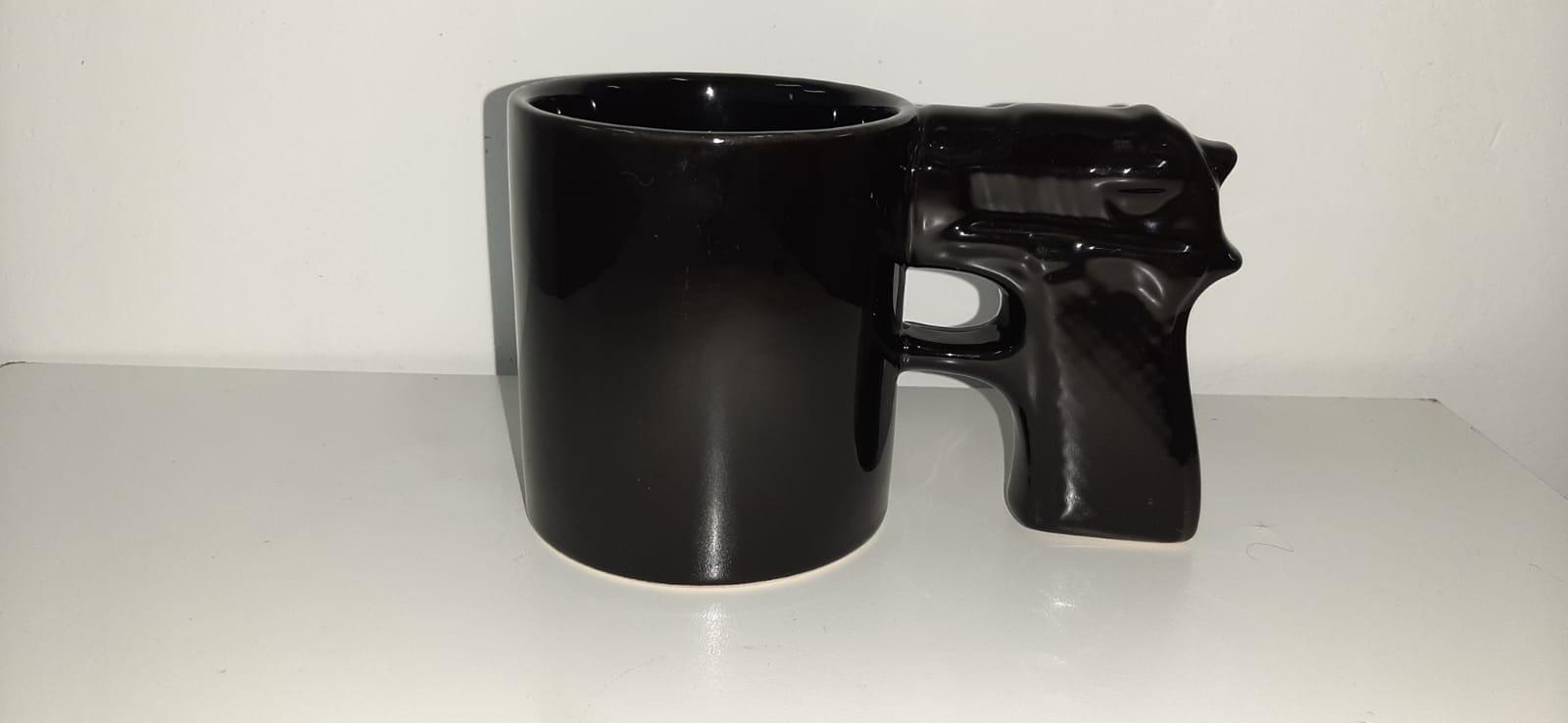 Caneca 3D Pistola (Arma Quadrada) (Pequenos Detalhes Na Cerâmica) (Preto)