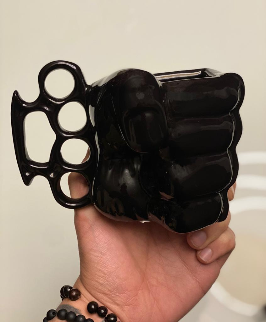 Caneca 3D Punho (Soco Inglês) Preta