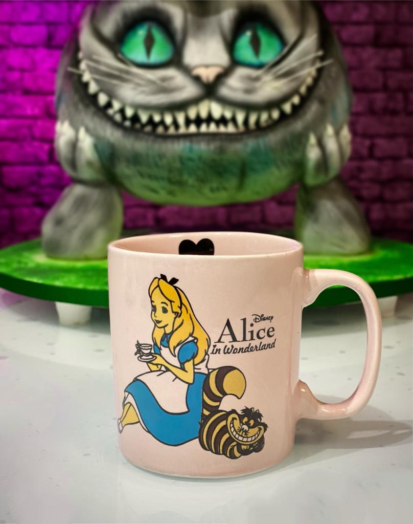 Caneca Alice: Alice No País das Maravilhas Coração Rosa 350ml - Disney - EV