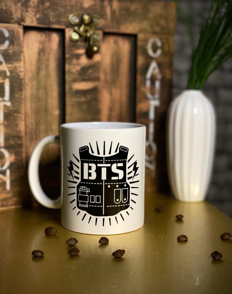 Caneca Branca BTS Logo 1