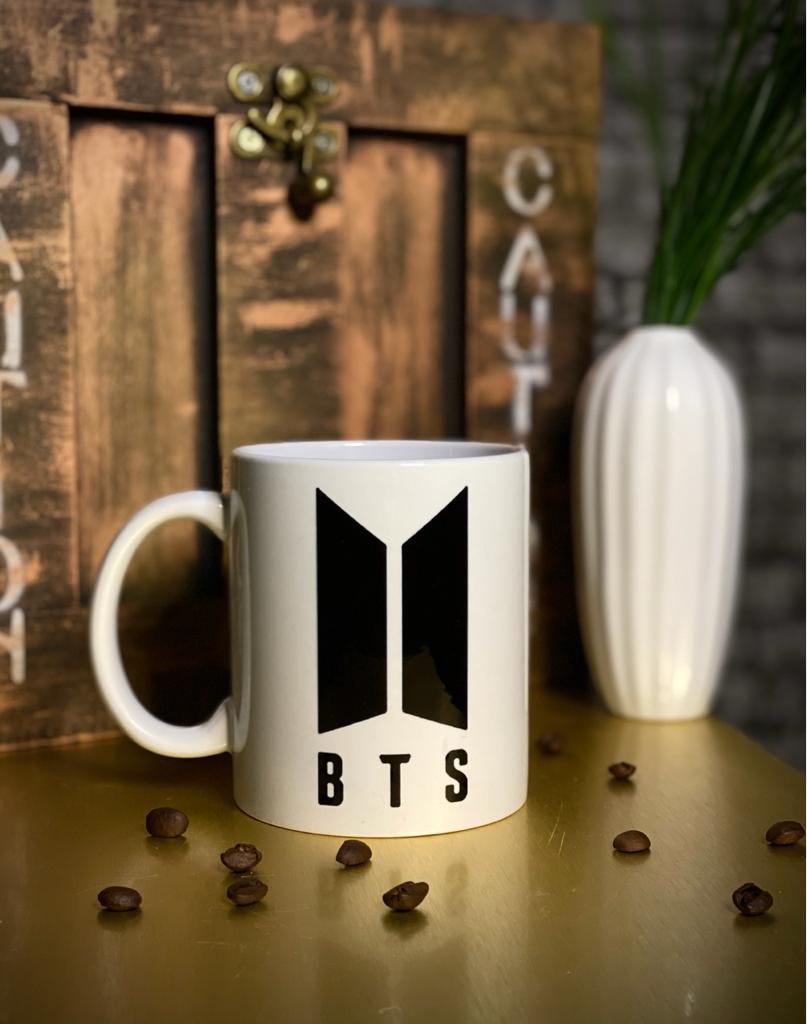Caneca Branca BTS Logo 2