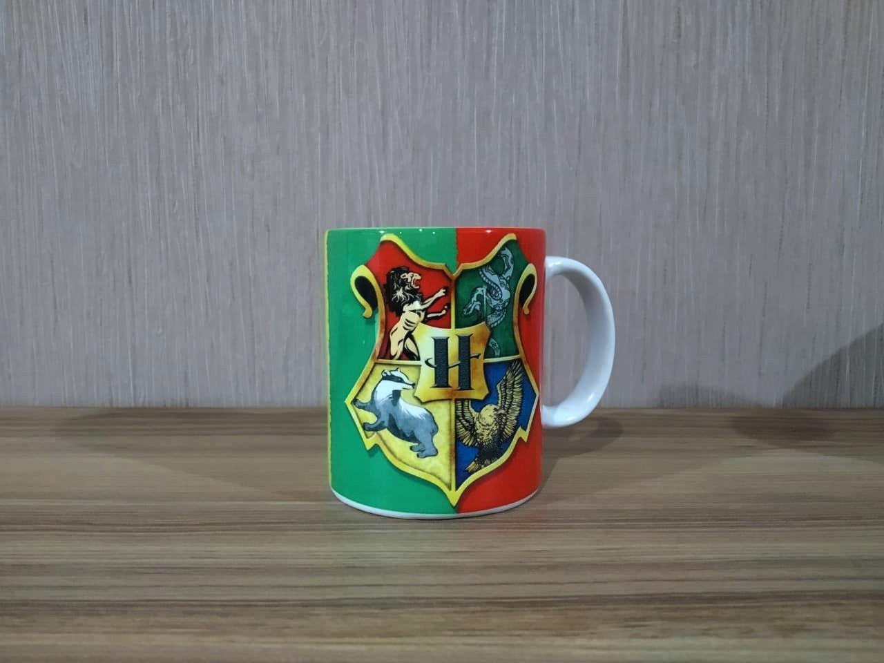 Caneca: Brasão Hogwarts (Harry Potter)