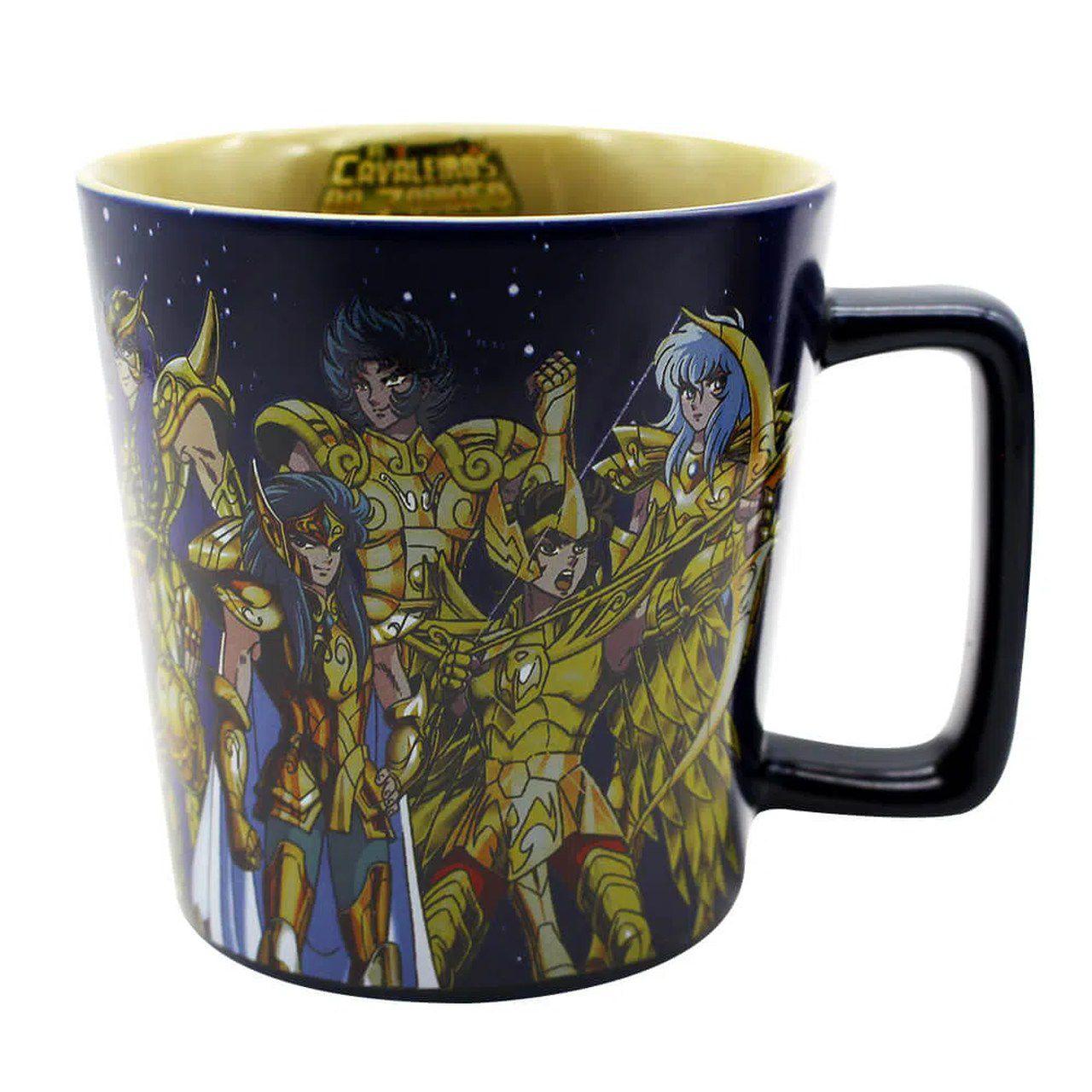 Caneca Buck Cavaleiros de Ouro: Os Cavaleiros do Zodíaco (Saint Seiya) 400ml - Zona Criativa