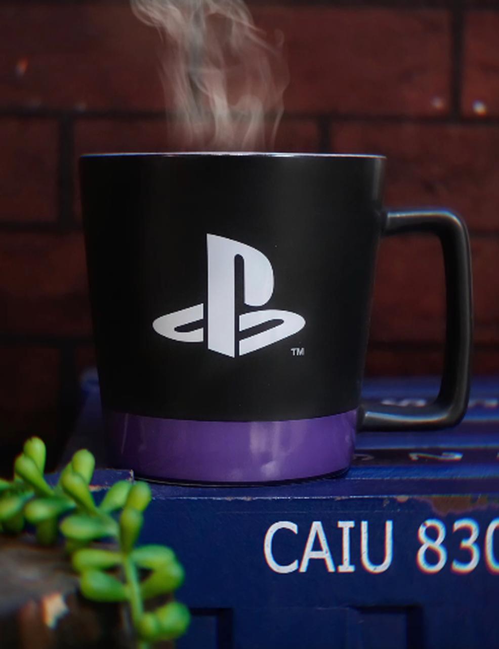 Caneca Buck Logo Playstation em Japonês Spirit Of Play 400ml - Zona Criativa
