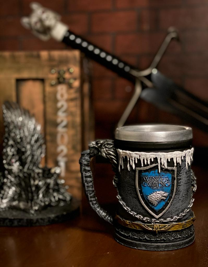 Caneca Casa Stark (Winter Is Coming): Game of Thrones (Cinza) - EV