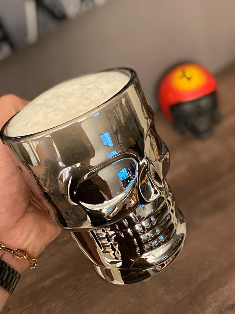 Caneca Caveira Vidro (Cromada Chumbo) (Skull) - 500 ML