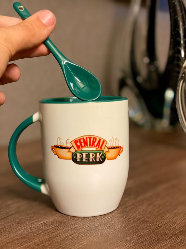 Caneca Com Colher Central Perk: Friends - EV