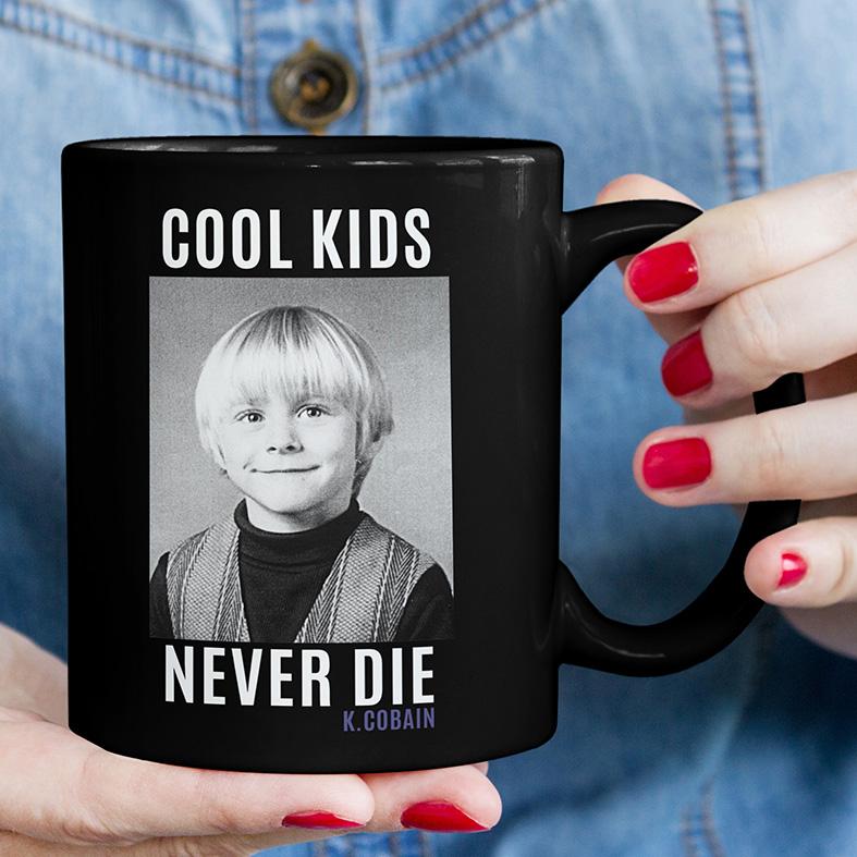 Caneca Cool Kids Never Die Kurt Cobain (Preta) - EV