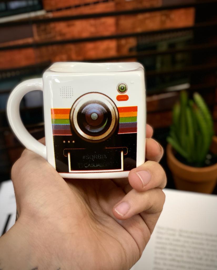 Caneca Cubo Câmera Pequenos Detalhes na Cerâmica e Decalque 300ml