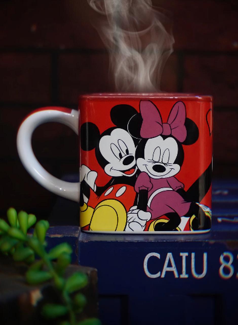Caneca Cubo Mickey e Minnie Mouse Namorados Disney 300ml - Zona Criativa