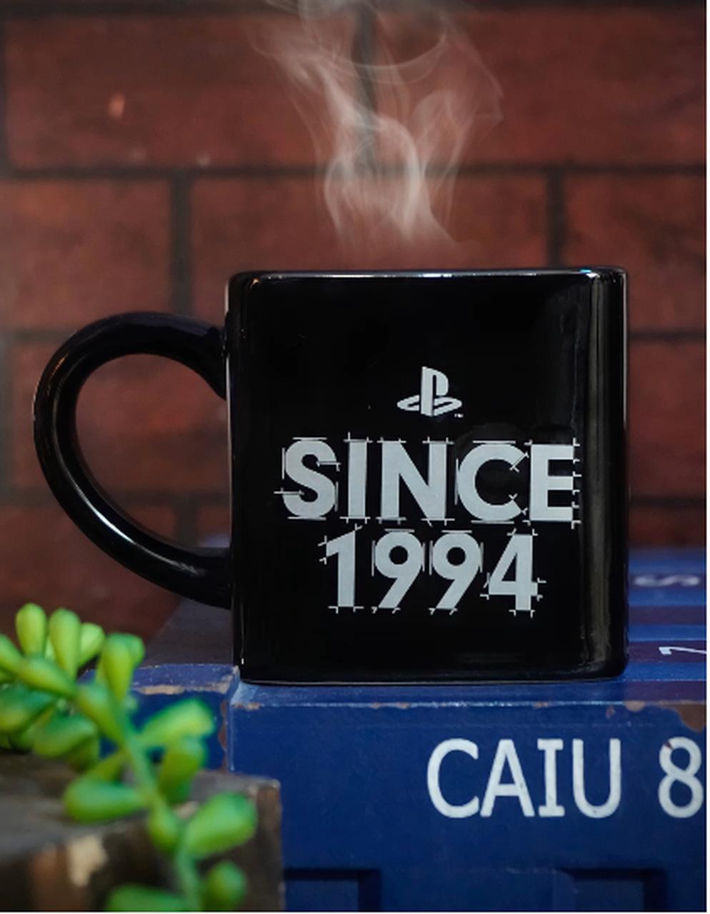 Caneca Cubo Playstation Clássico Since 1994 300ml - Zona Criativa