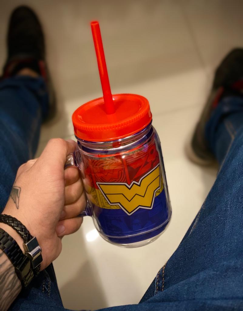Caneca De Plástico Com Canudo Mulher Maravilha (Wonder Woman) Super Amigos Super Friends: Liga da Justiça (410ml) - EV