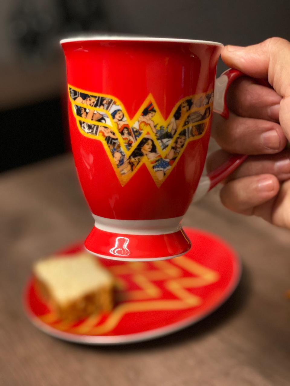 Caneca de Porcelana Logo Mulher-Maravilha (Wonder Woman): DC (330ml) - URBAN