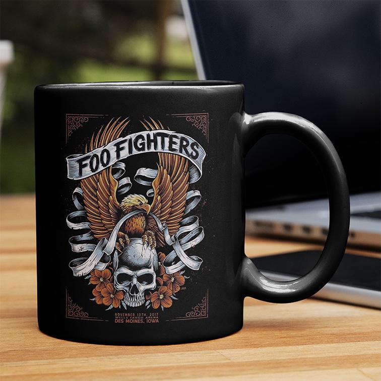 Caneca Des Moines Iowa Wells Fargo Arena: Foo Fighters (Preta) - EV