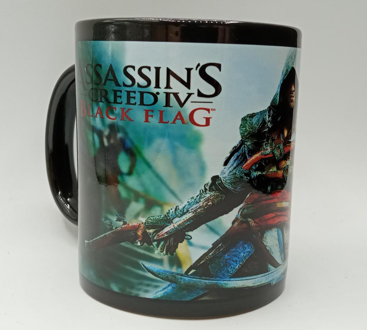 "Caneca Edward Kenway: ""Assassin's Creed IV Black Flag"" (Preta)"