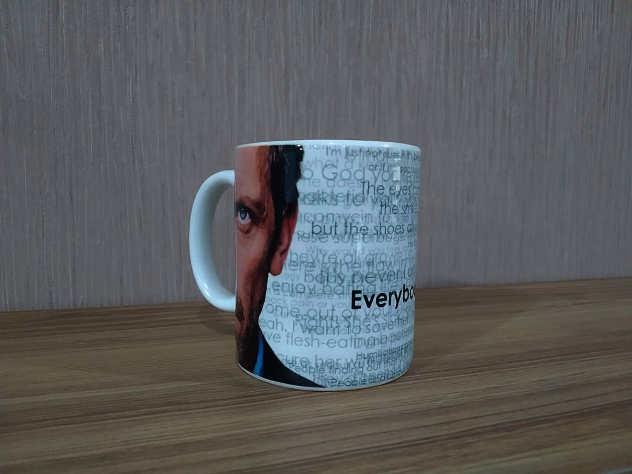 Caneca: '' Everybody Lies.'' - House
