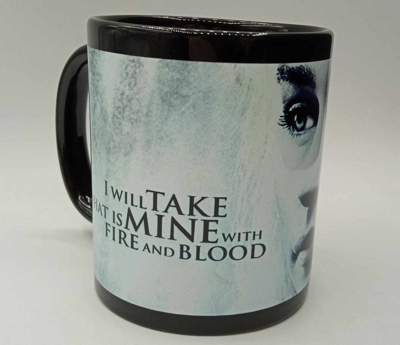 Caneca I Will Take What Is Mine With Fire And Blood (Preta)