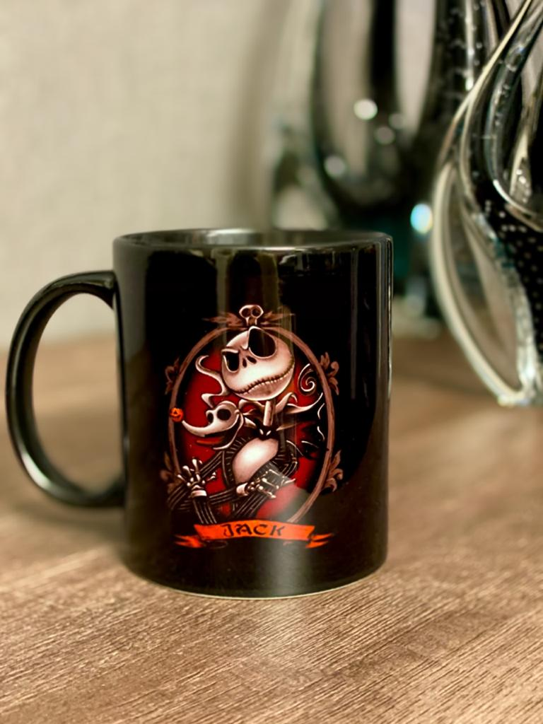Caneca Jack Skellington e Zero: O Estranho Mundo de Jack (The Nightmare Before Christmas)