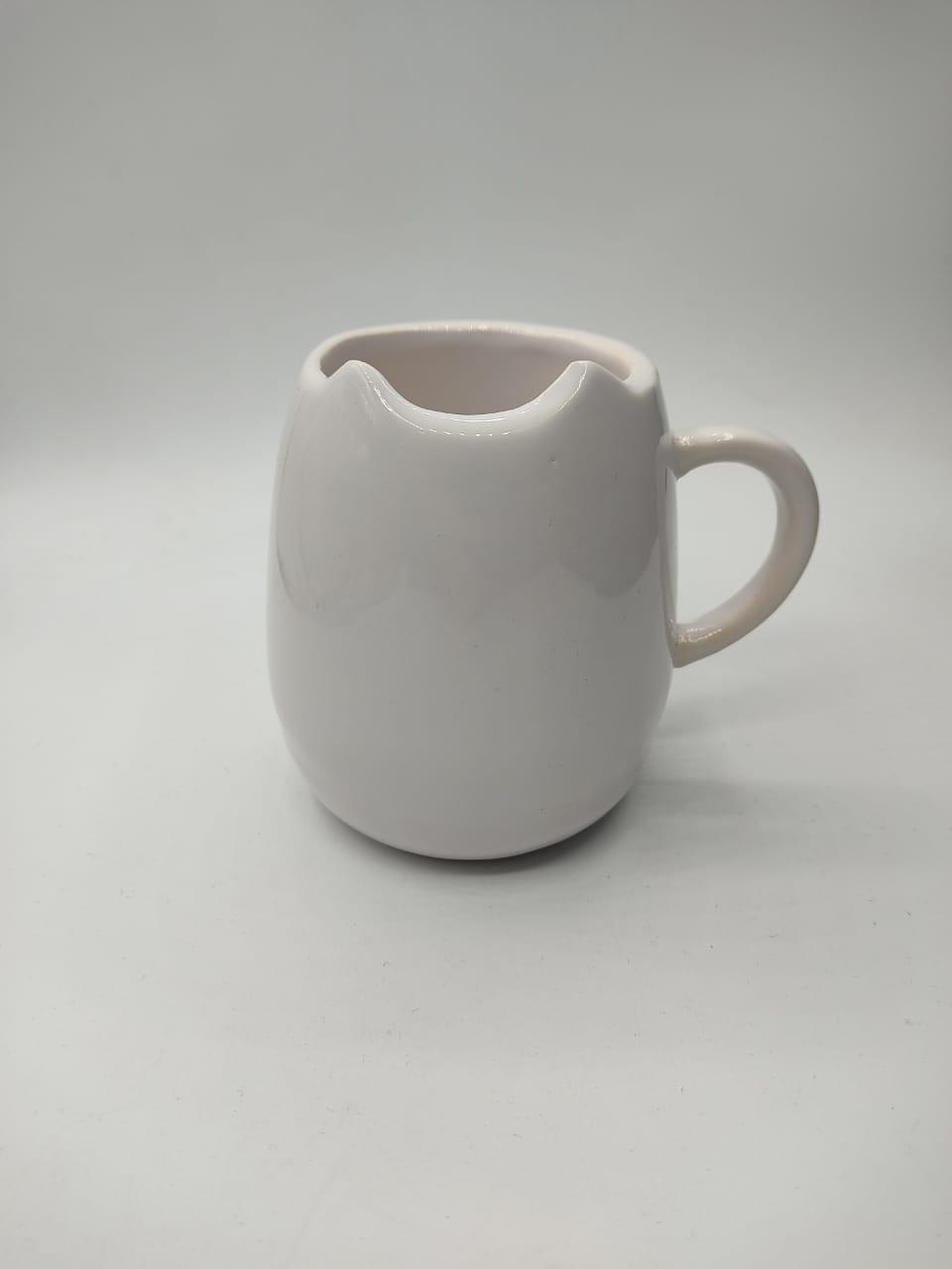 Caneca Lisa Chifrinho ''Branca''  (Pequenos Detalhes Na Cerâmica)